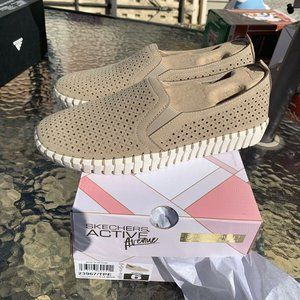 Skechers Womens Sepulveda Blvd Shoes size 6 Taupe